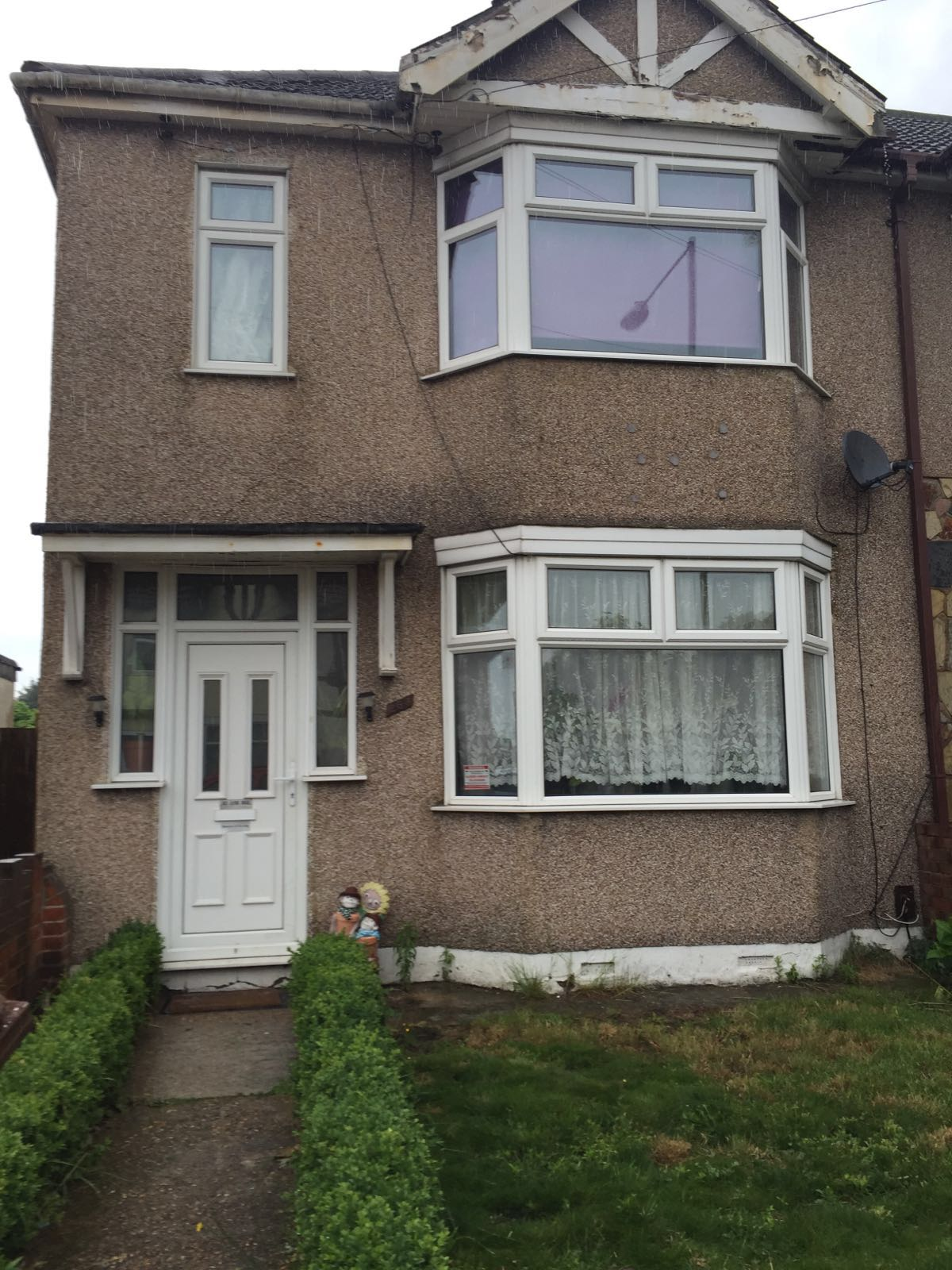 3 bedroom house to let in Reede road, Dagenham, RM10