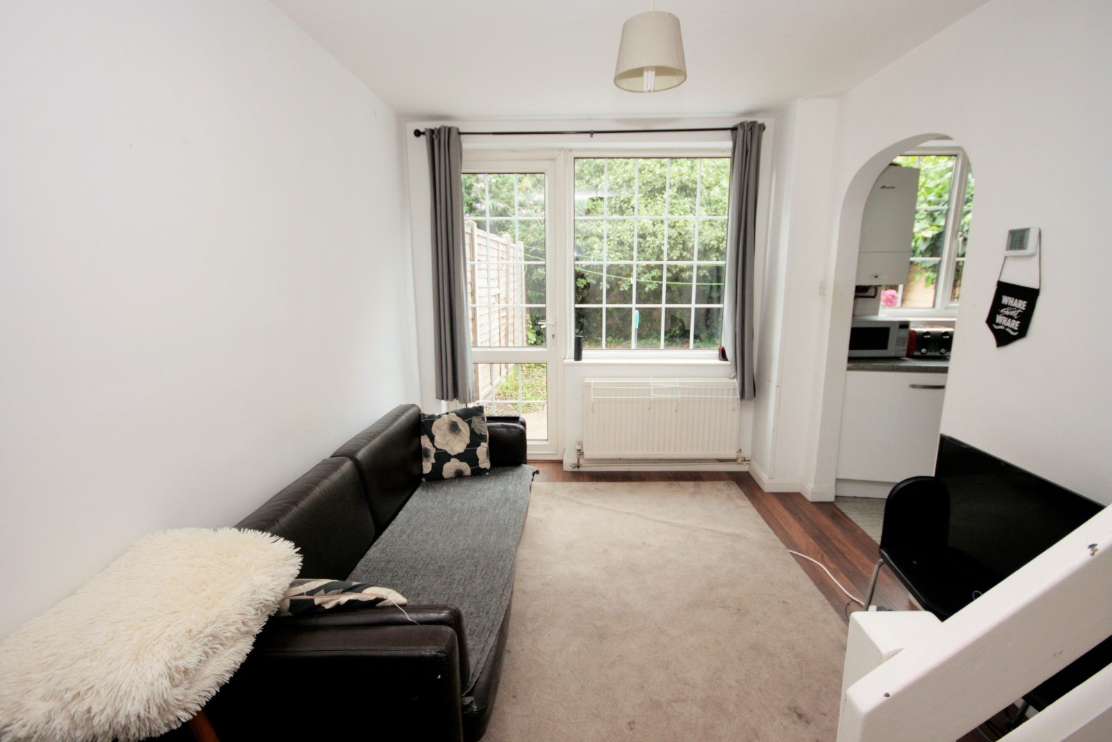 4 bedroom house for rent with private front and rear garden
