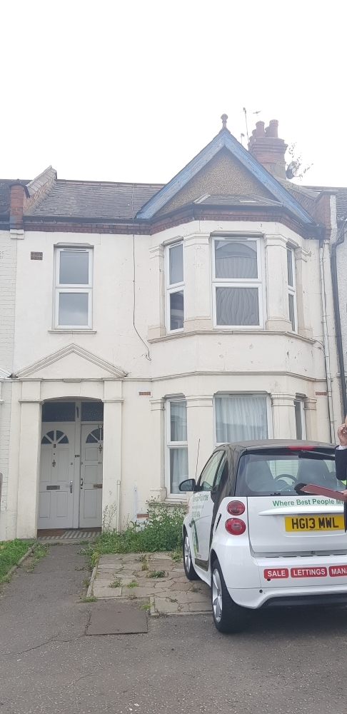 Newly renovated 2 Bed first floor Maisonette to let in Harrow £1300
