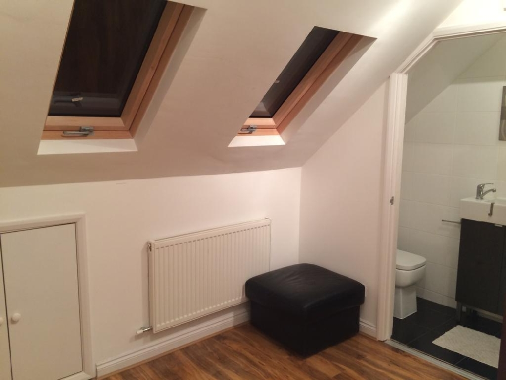 Double room to rent in Langley