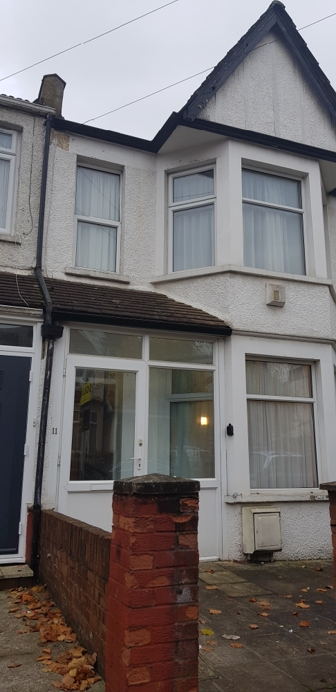 3/4 Bed mid terraced house for rent in Harrow Weald £1850 PCM