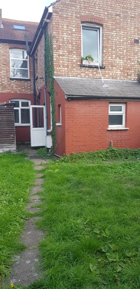 Conveniently located 2 bed ground floor flat in the heart of Harrow.