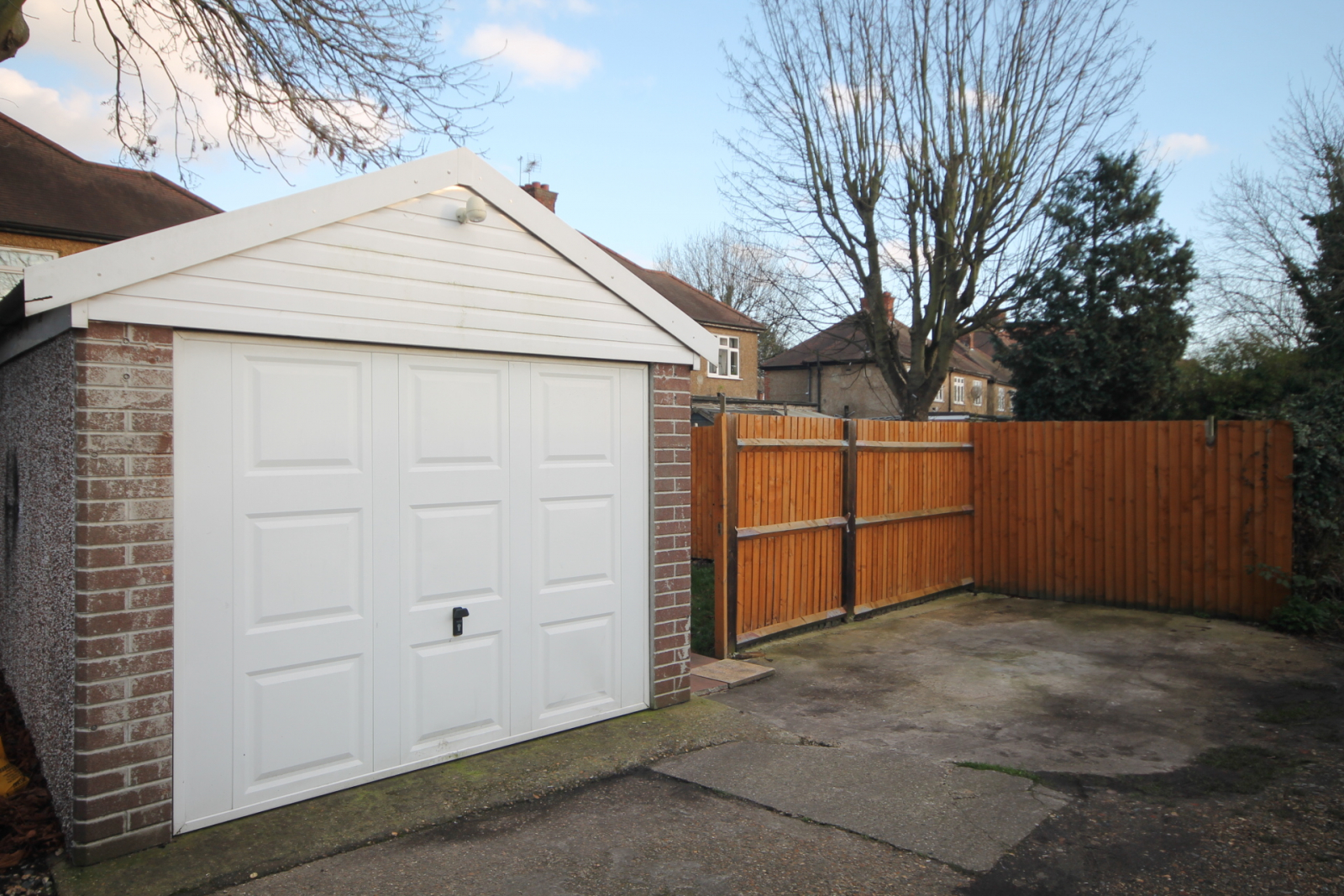 Garage & Parking Space