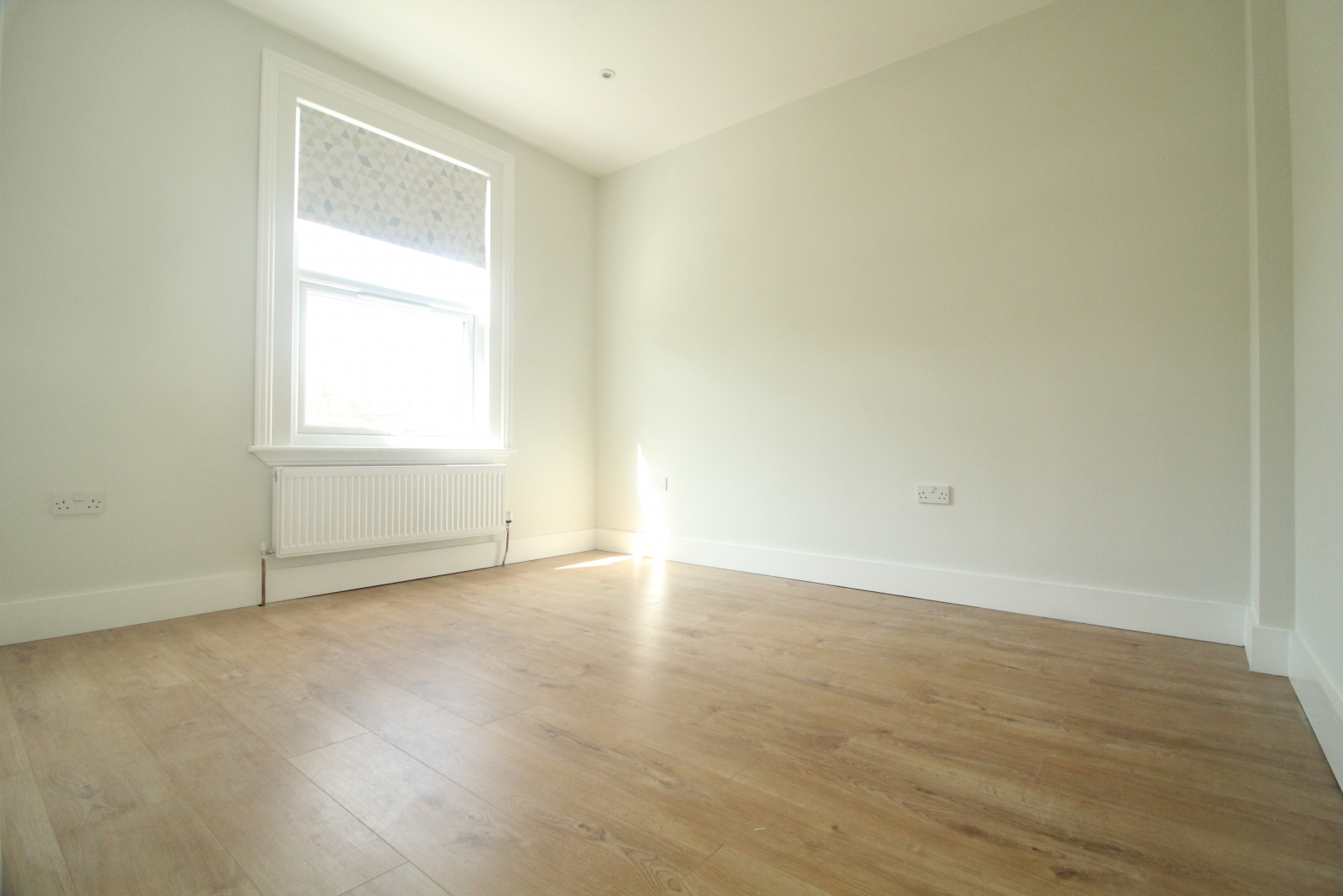 . Newly refurbished and modern double bedrooms in the heart of Wimbledon