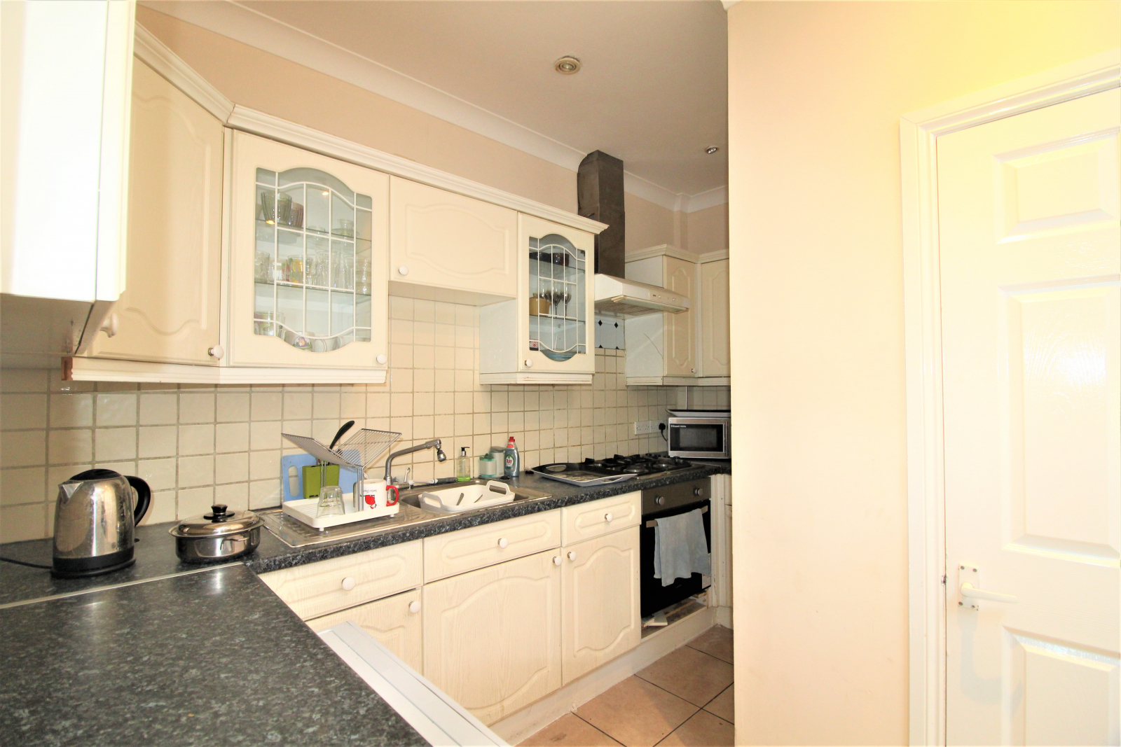 One bedroom flat available next to Colliers Wood station