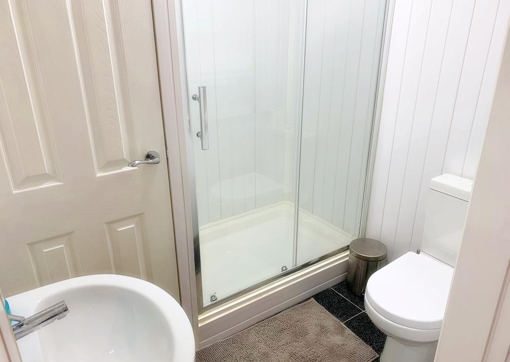 2nd Shower Room D/S